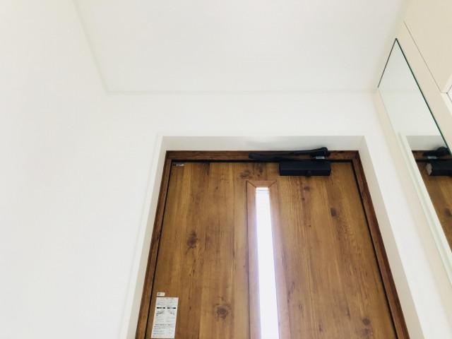 【1日で効果抜群】玄関ドアの交換リフォームに必要な費用やポイント
