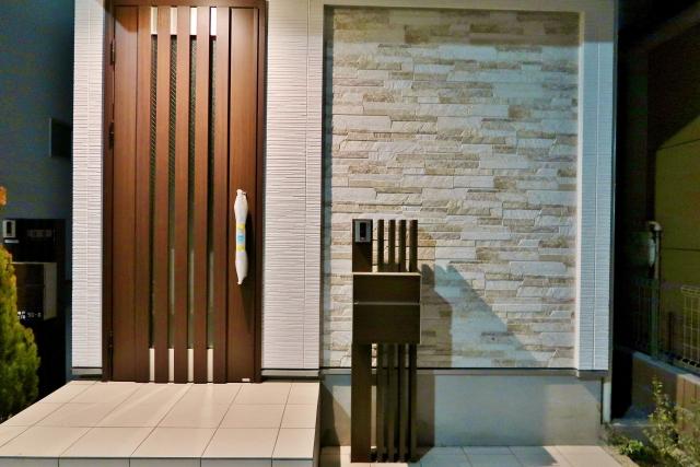 【取り付け簡単】玄関ドアに設置できる後付けスマートキーおすすめ4選!