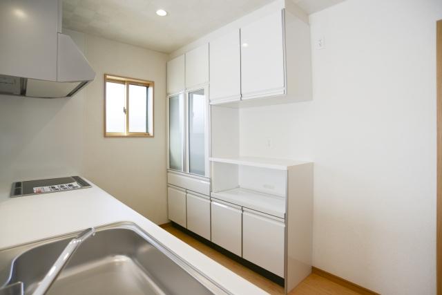 キッチンを快適に!便利なカップボード取り付けリフォームの内容や費用