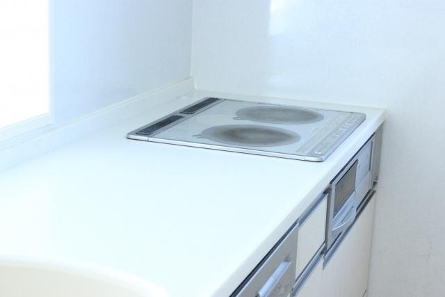 コンロ周りに便利なキッチンパネル!交換リフォームの費用相場は?