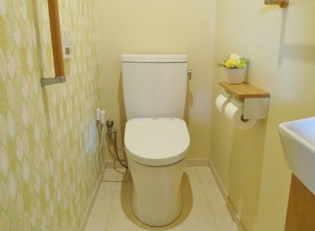 トイレの壁紙・クロスの選び方!おすすめと張り替え費用をご紹介