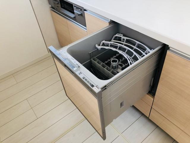ビルドイン型?据え置き型?キッチンに「食洗機」を設置する場合の工事内容と費用